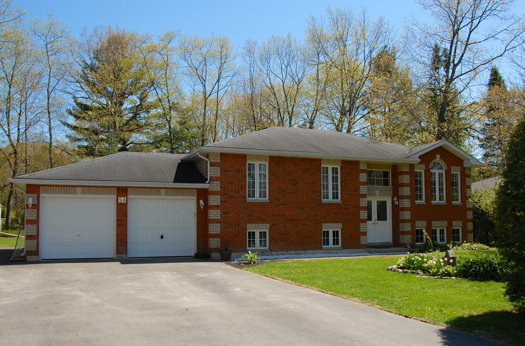 54 Manor Crescent in Wasaga Beach